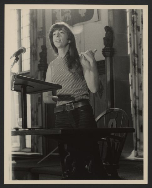 Naomi Weisstein speaking at the University of Chicago