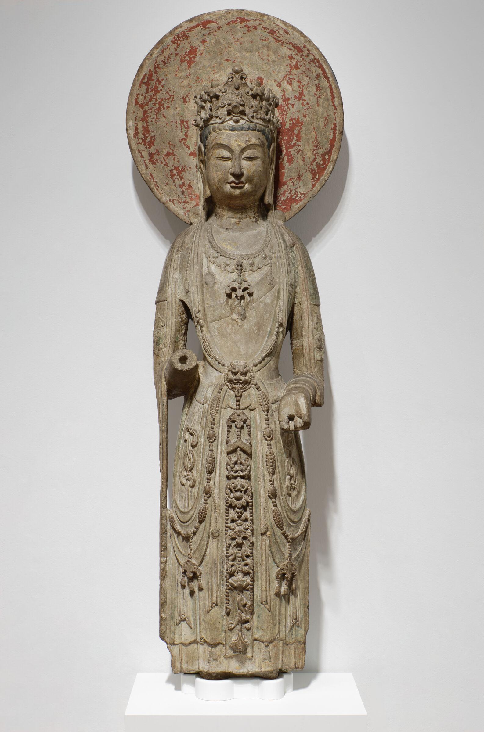 Standing Bodhisattva Avalokiteshvara (Guanyin Pusa) With Circular Halo