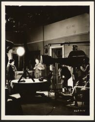 [Marie Dressler and Lionel Barrymore on motion picture set]