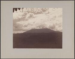 Cloud view about Misti, snow [photographs]