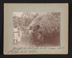 Grupo de salvajes en la casa del 1er[superscript] jefe dela tribu.   Exploracion al rio Inambari