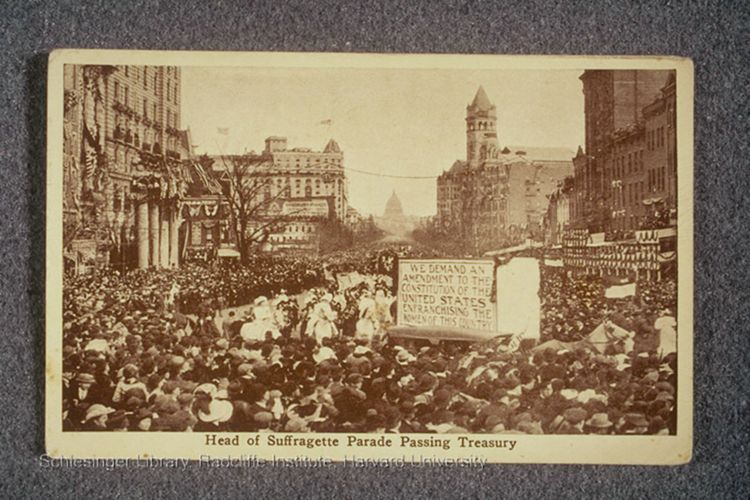 Crowd on Pennsylvania Ave. at the start of the Suffrage Parade.