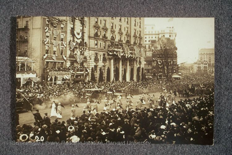 Suffrage parade and crowd, 1913.