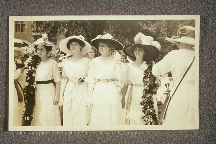 Young women at Smith College commencement. ca. 1908-1912