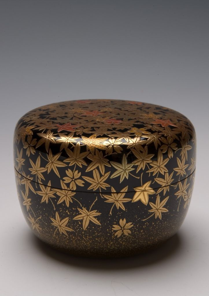 Hiranatsume Spring And Autumn Tea Caddy With Decoration Of Cherry Blossoms And Maple Leaves