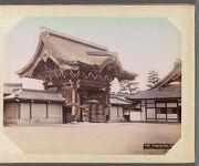 Work 9 of 29 Title: Honganji gate, Kioto Creator: Kajima, Seibei Date: ca. 1890