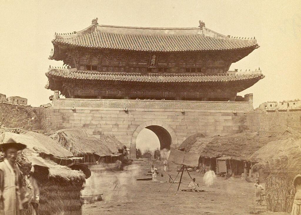 Sungnye Gate (Gate Of Respecting Propriety)