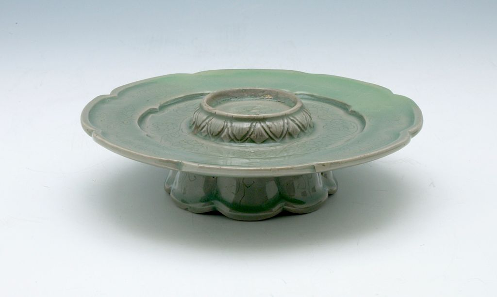 Foliated Cup Stand With Floral Decor