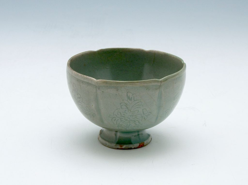 Foliated Cup With Floral Decor