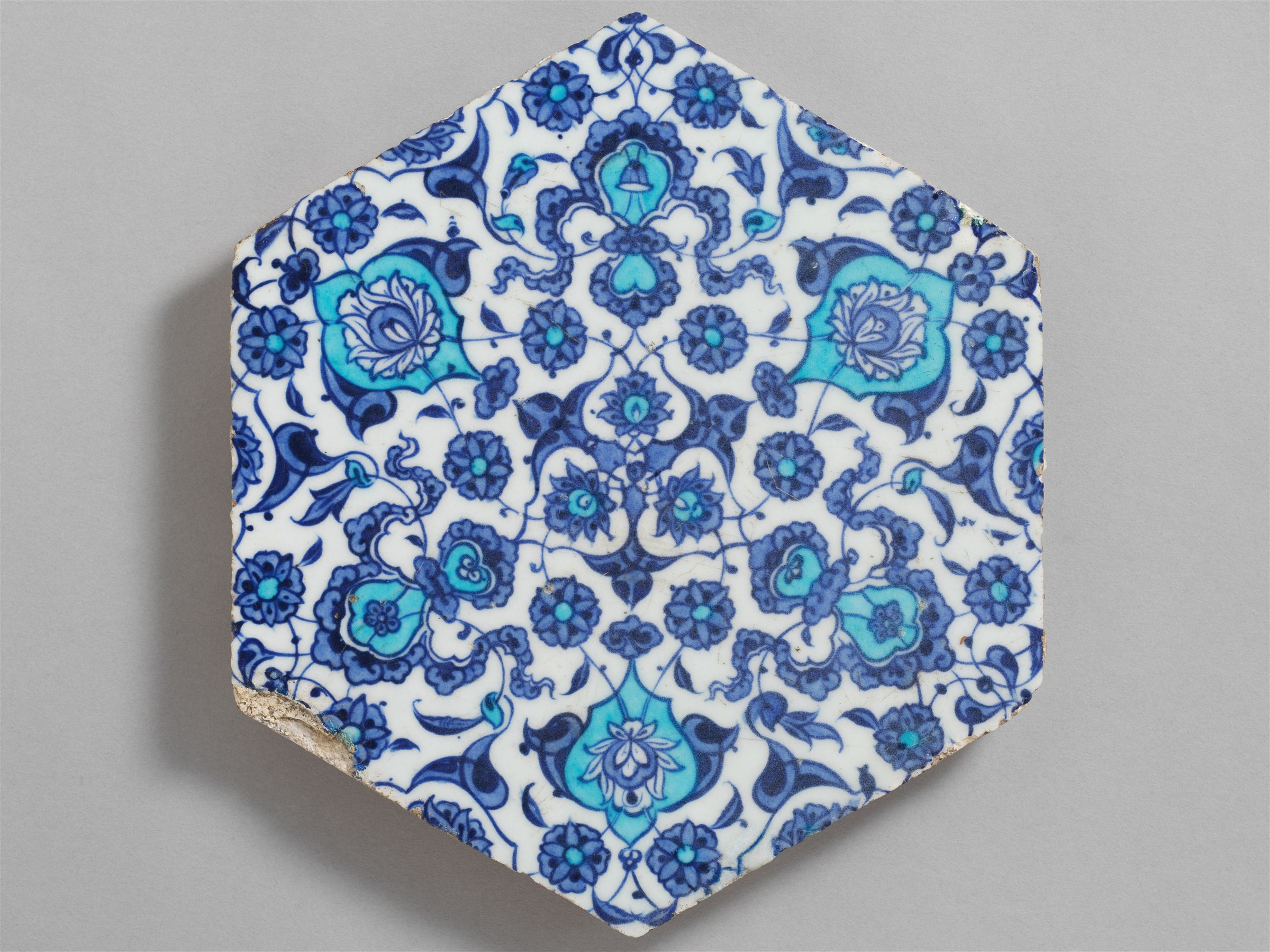 From the Harvard Art Museums\' collections Hexagonal tile with floral ...