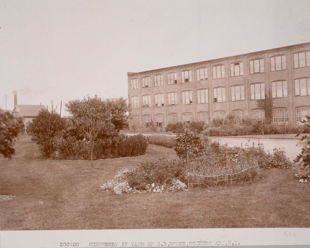 Industrial Problems, Welfare Work: United States. New York. Schenectady. General Electric Company: Welfare Institutions. General Electric Co., Schenectady, N. Y.: Factory Grounds Beautified.: 200920 Shrubbery In Yard Of G.e. Works, Schenectady, N.y.