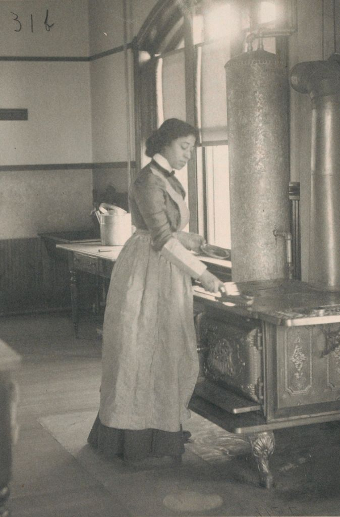Races, Negroes: United States. Virginia. Hampton. Hampton Normal And Industrial School: Agencies Promoting Assimilation Of The Negro. Training Negro Girls In Domestic Science. Hampton Normal And Agricultural Institute, Hampton, Va.: Polishing The Stove.