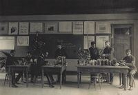 Races, Negroes: United States. Virginia. Hampton. Hampton Normal And Industrial School: Agencies Promoting Assimilation Of The Negro. Training For Commercial And Industrial Employment. Hampton Normal And Agricultural Institute, Hampton, Va.: Class In Laboratory.