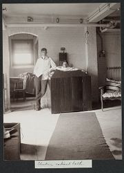 Defectives, Epileptics: United States. Massachusetts. Palmer. State Hospital for Epileptics: Electric cabinet bath..   Social Museum Collection