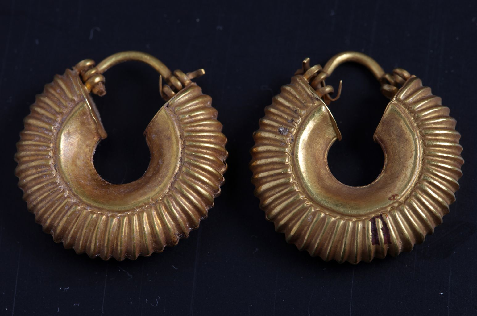 Pair of fluted gold earrings