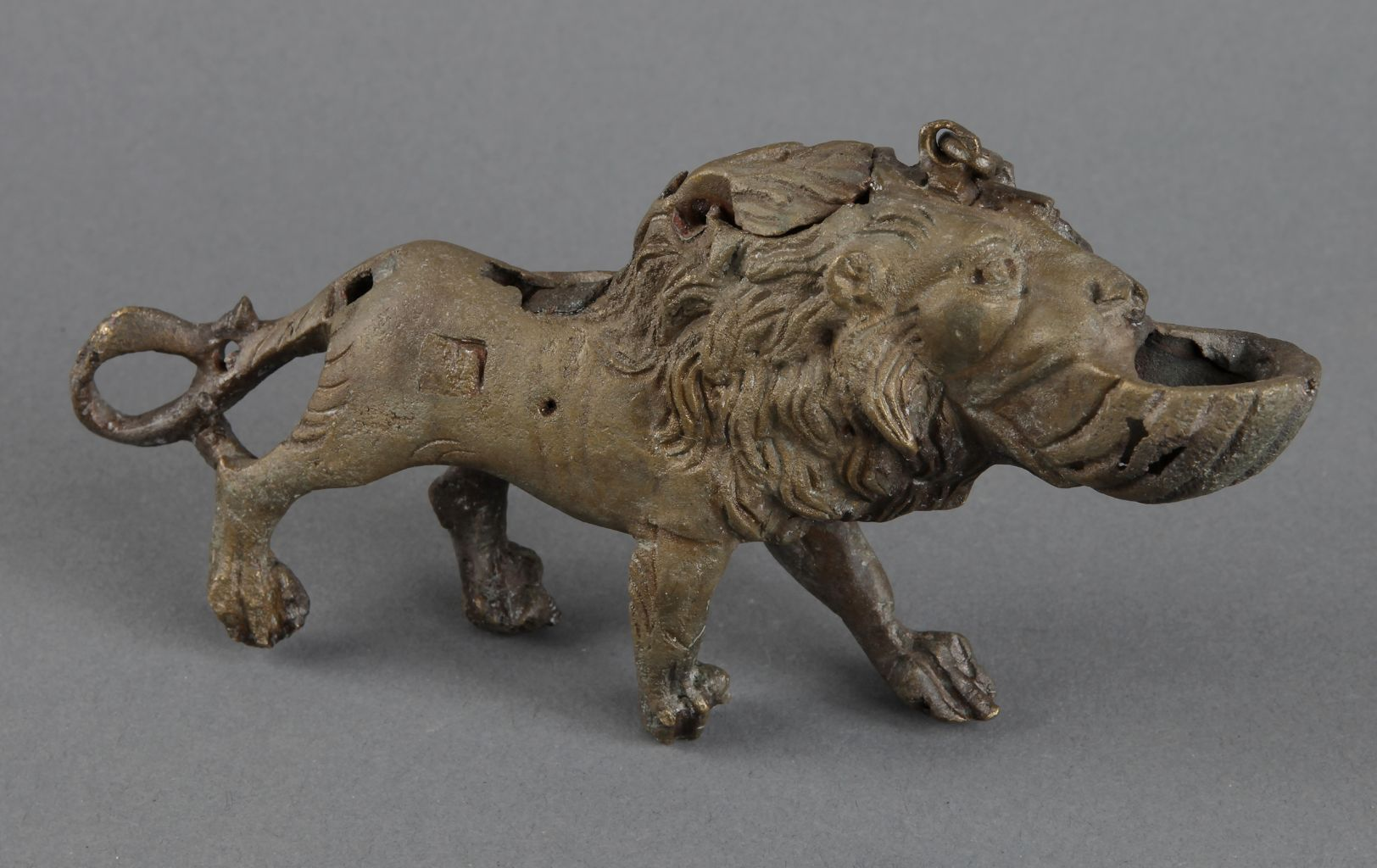 Bronze lamp in form of lion