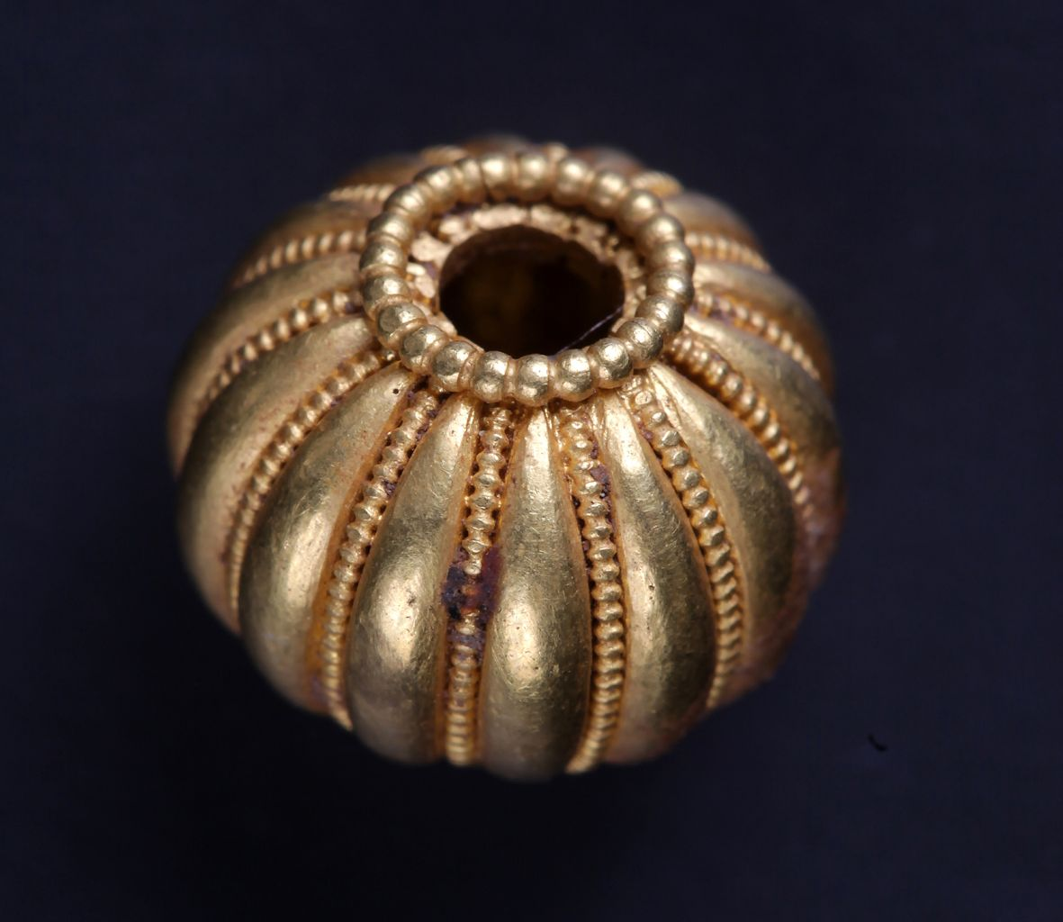 Gold melon bead