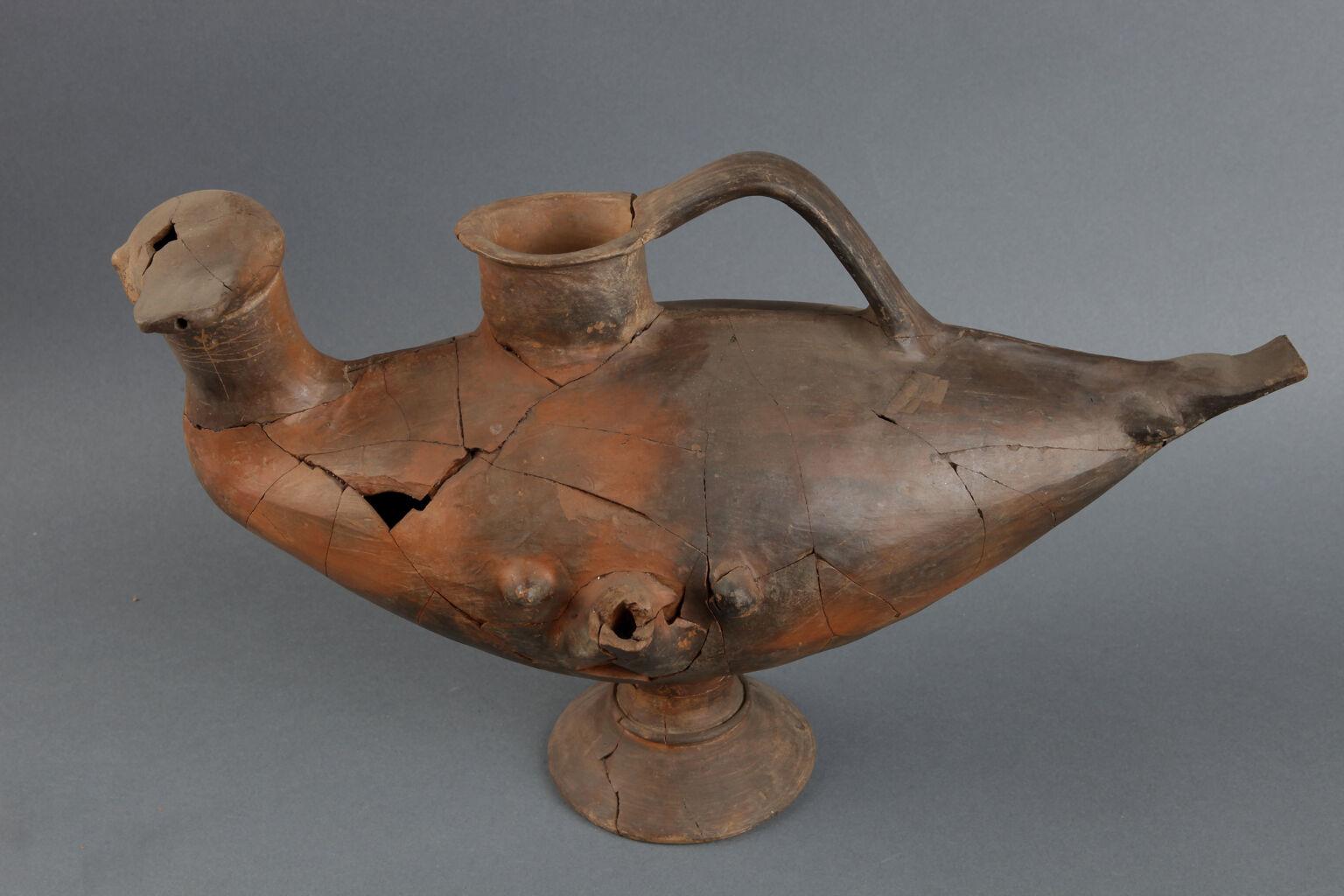 Lydian duck vase