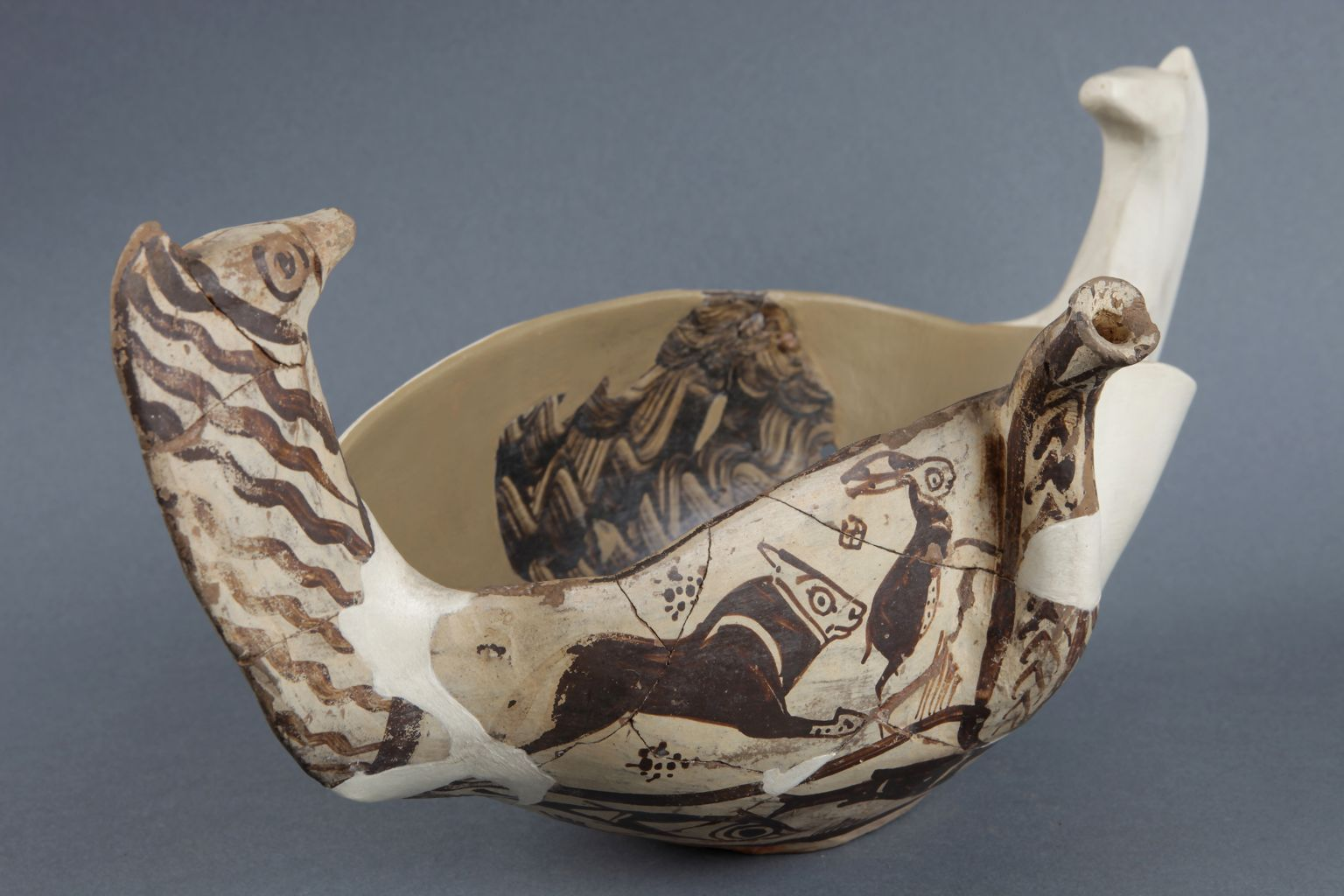 Boat-shaped vessel with spout