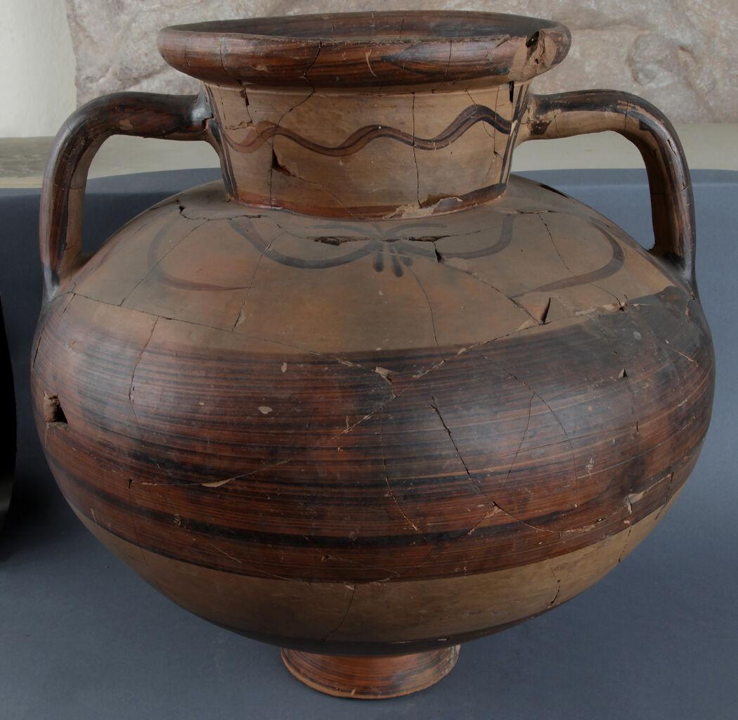 Dalgalı çizgili amphora