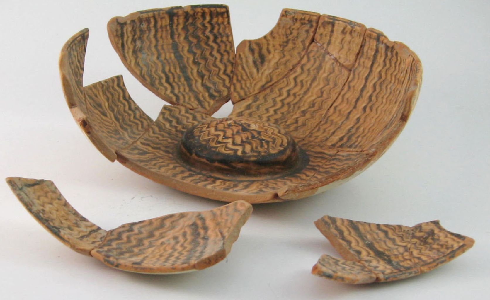 Miletos'tan mermer taklidi bezemeli omphaloslu phiale