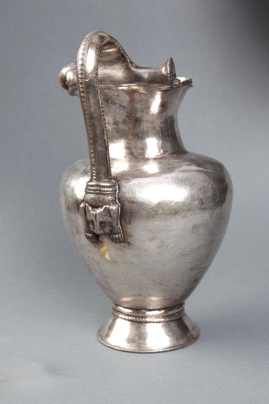 Silver oinochoe with lion's head handle
