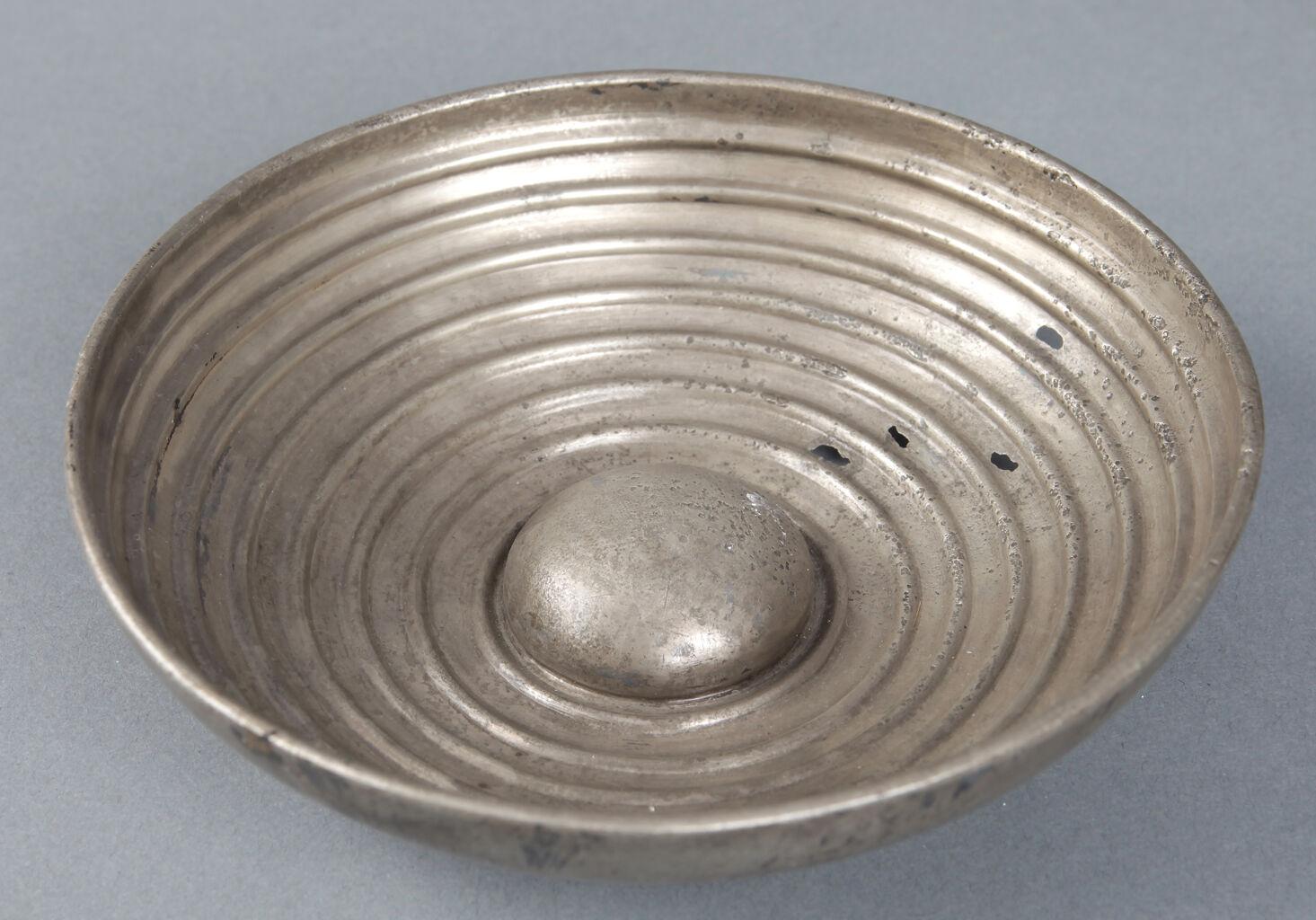 Silver omphalos bowl