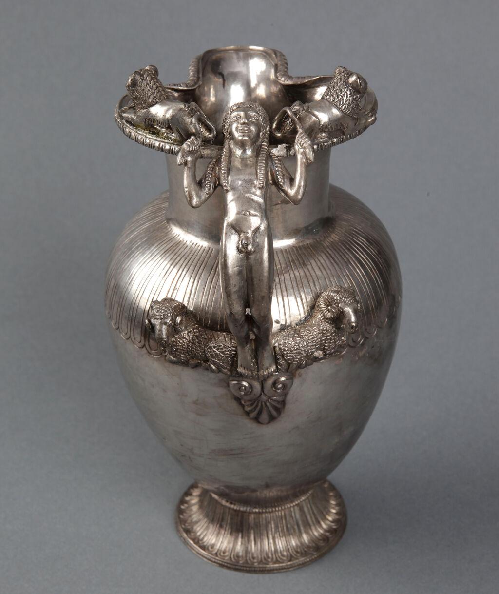 Kuros kulplu gümüş oinokhoe