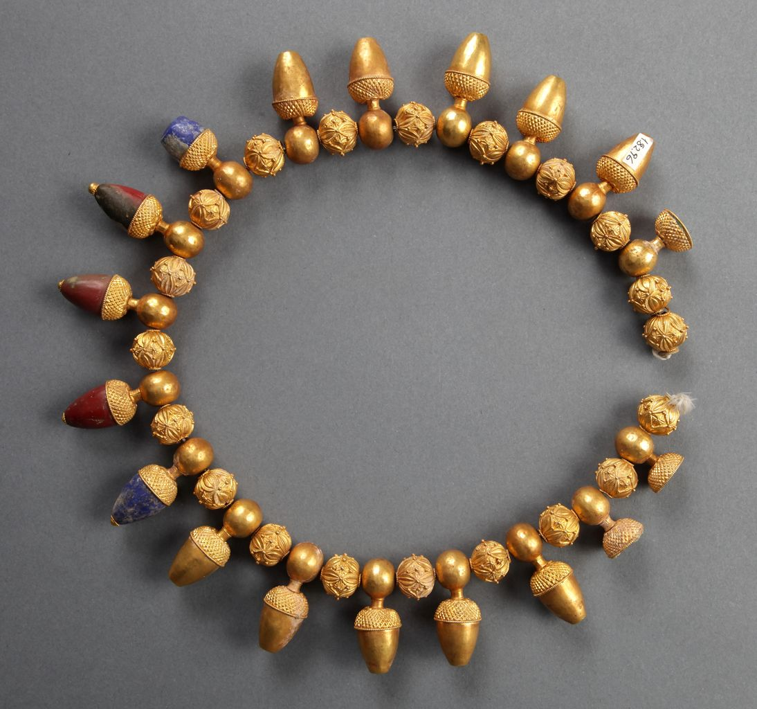 Necklace with acorn pendants, from Toptepe