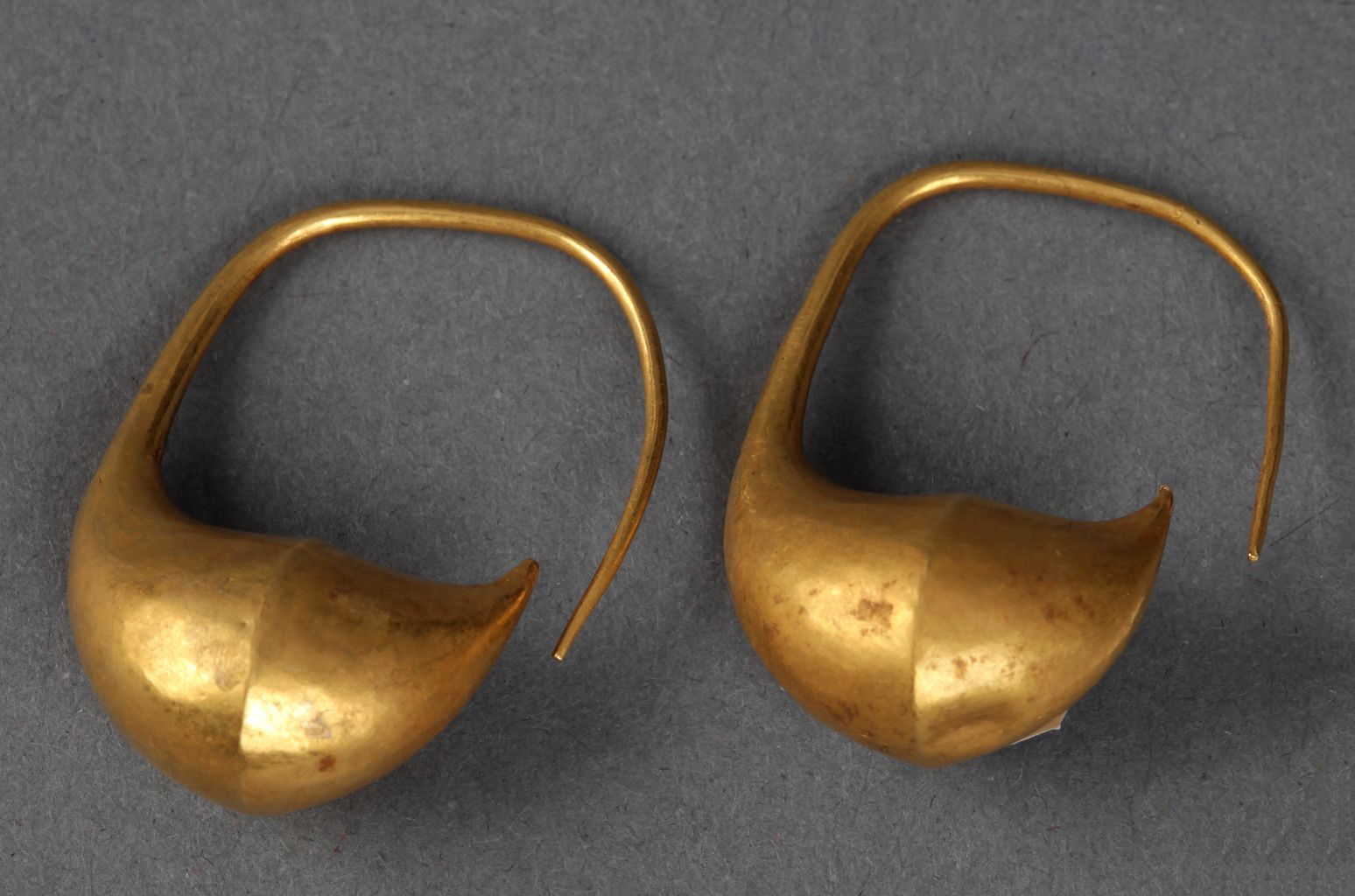 Pair of boat-shaped earrings