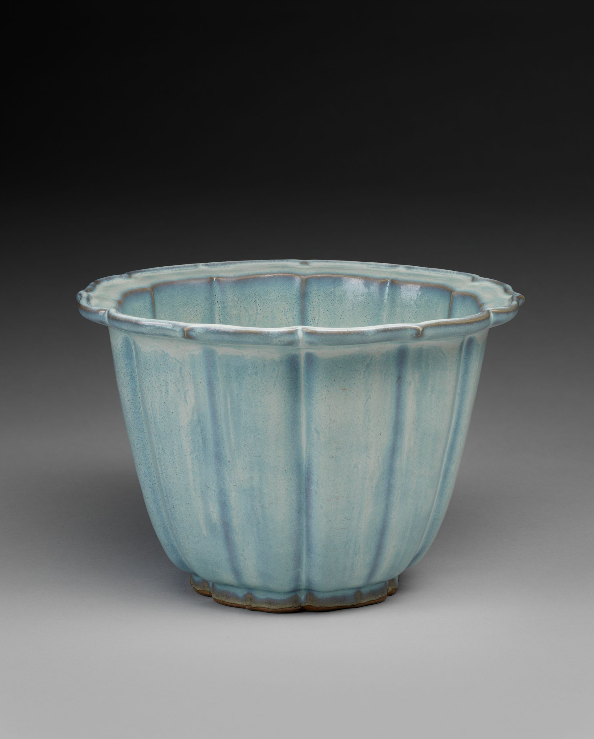 Lobed Flowerpot With Bracketed Foliate Rim