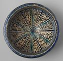Flat-Rimmed Bowl With Radial Design