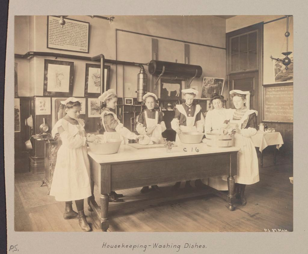 Education, Industrial: United States. New York. New York City. Public Schools, Adaptation To Special Needs: New York City Public Schools. Examples Of The Adaptation Of Education To Special City Needs: Public School No. 37 Manhattan: Housekeeping - Washing Dishes.