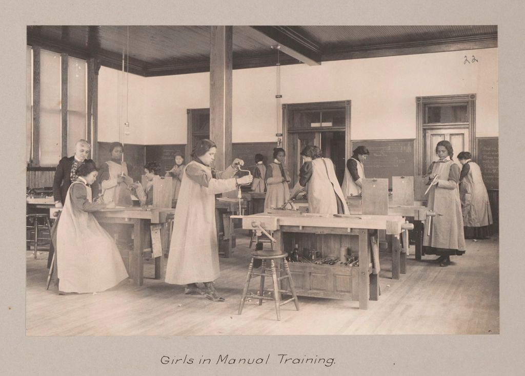 Races, Negroes: United States. Virginia. Hampton. Hampton Normal And Industrial School: Agencies Promoting The Assimilation Of The Negro. Training For Commercial And Industrial Employment. Hampton Normal And Agricultural Institute, Hampton, Va.: Girls In Manual Training.