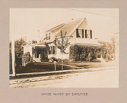 Industrial Problems, Welfare Work: United States. Massachusetts. North Plymouth: Plymouth Cordage Company: Industrial Betterment in the United States. Housing of Working People by Employers: Plymouth Cordage Company, North Plymouth, Massachusetts: House Owned by Employee..   Social Museum Collection
