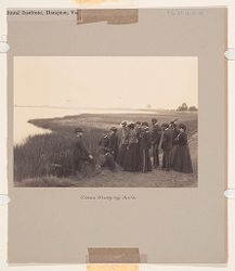 Races, Negroes: United States. Virginia. Hampton. Hampton Normal and Industrial School: Agencies Promoting As[similation of the Negro]. Training for Commercial an[d Industrial Employment]. Hampton Normal and Agricultural Institute, Hampton, Va.: Class Studying Soils..   Social Museum Collection