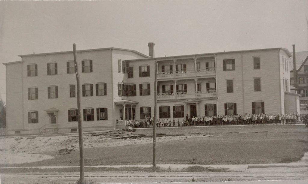 Charity, Children: United States. New Hampshire. Manchester. St. Peter's Orphanage For Boys: New Hampshire State Charitable And Correctional Institutions.: St. Peter's Orphanage.
