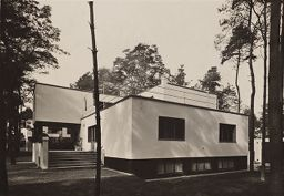Bauhaus Masters' Housing, Dessau, 1925-1926: Walter Gropius's House From The East