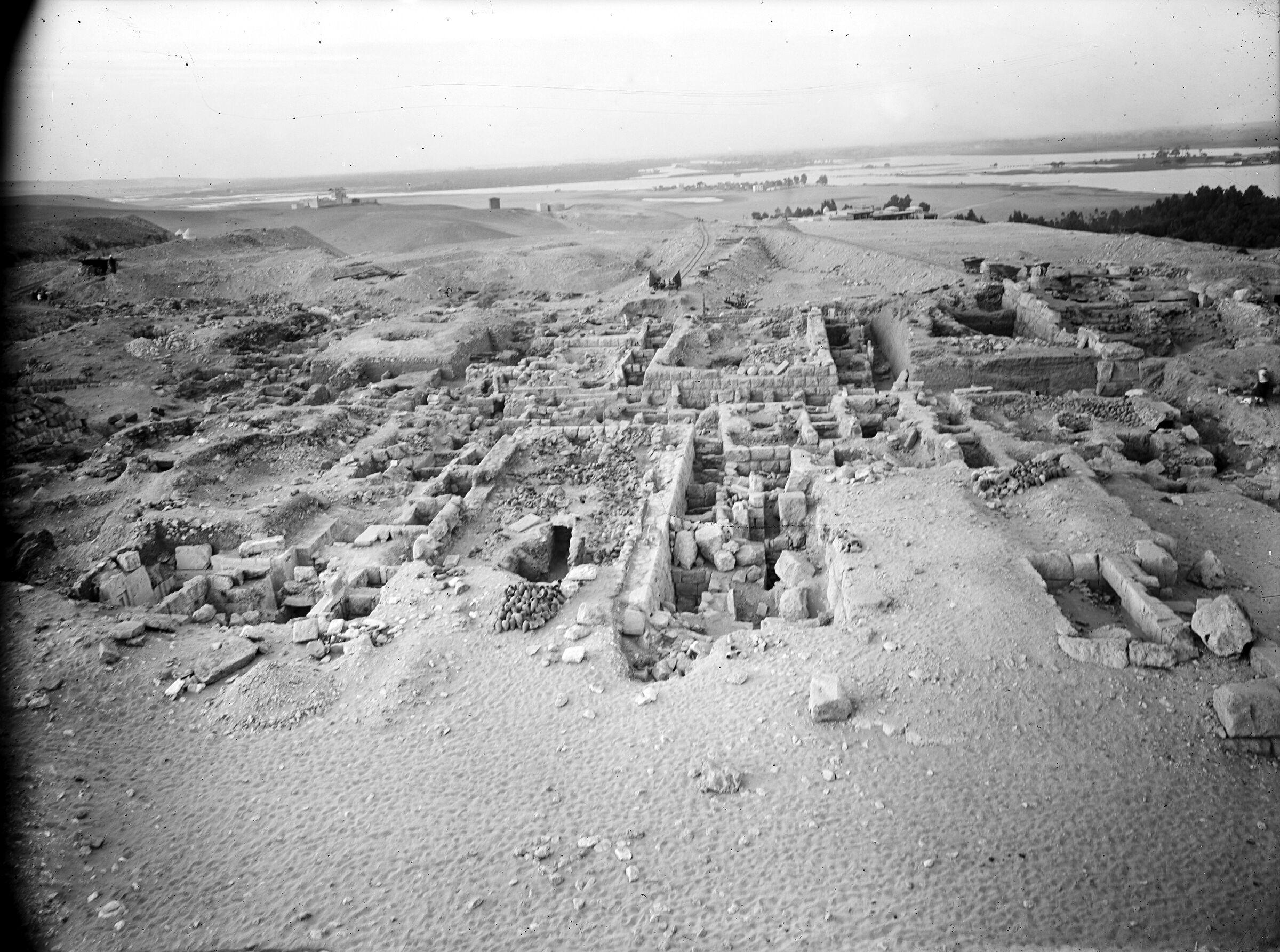 Western Cemetery: Site: Giza; View: G 2320 = G 5280, G 2330 = G 5380, G 2331, G 2332, G 2334, G 2340 = G 5480, G 2335, G 2336, G 2337, G 2352, G 2353, G 2360, G 2371