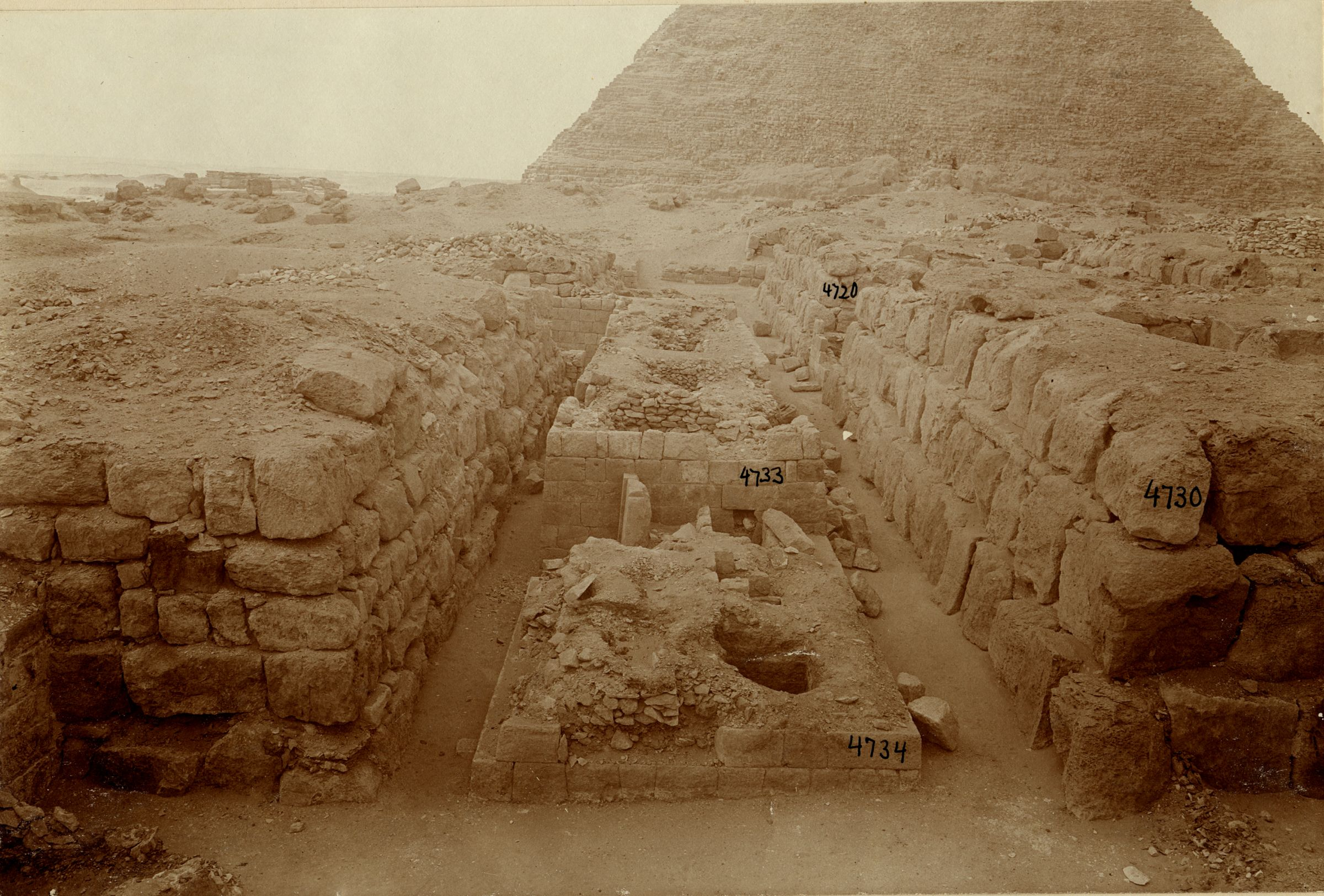 Western Cemetery: Site: Giza; View: G 4730, G 4830, G 4734, G 4733