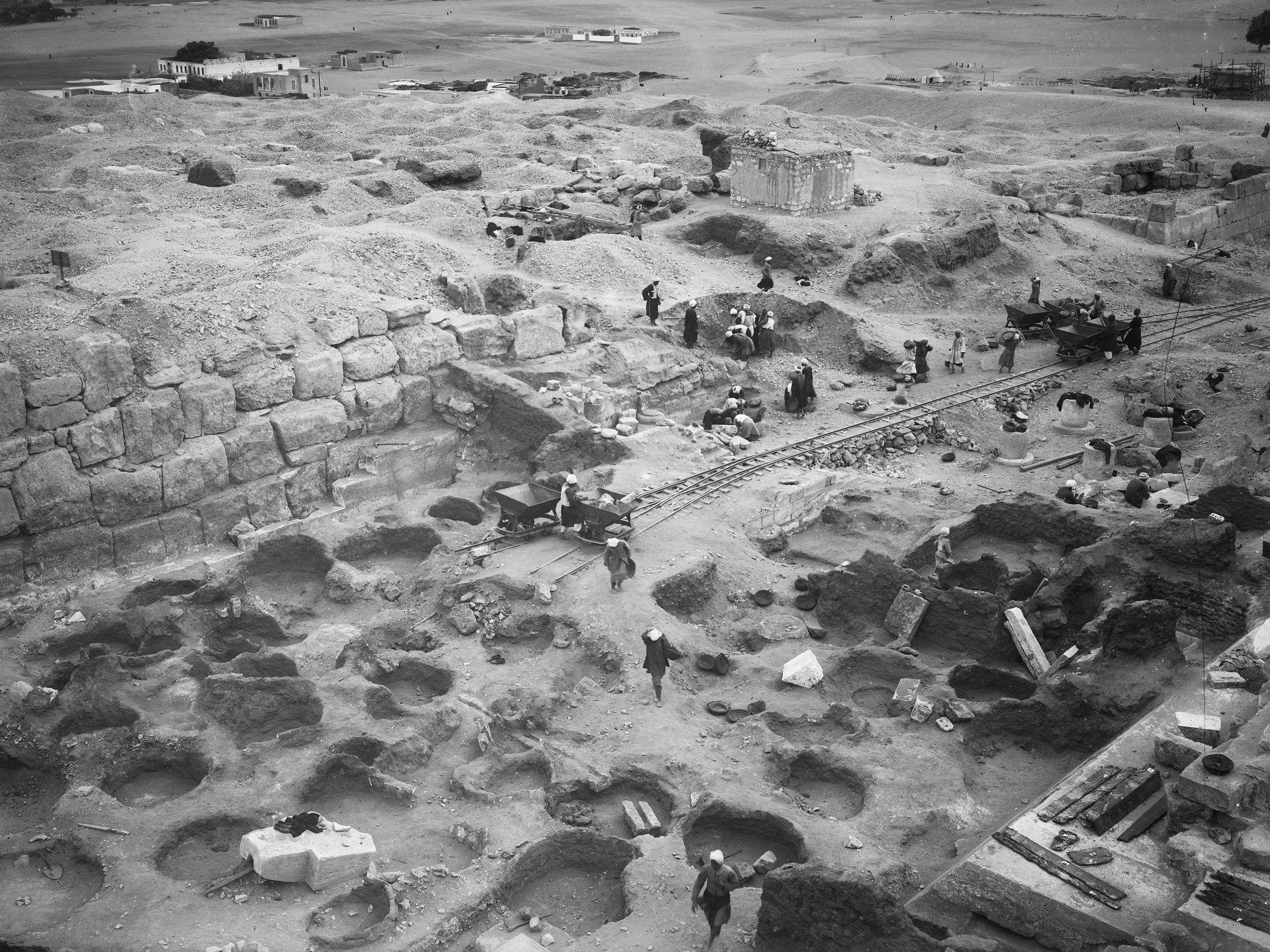 Eastern Cemetery: Site: Giza; View: street G 7000, Isis Temple, bin 163, bin 164, bin 165, bin 166, bin 168, bin 170, bin 172, bin 173, bin 174, bin 175, bin 177, bin 186, bin 187, bin 190, bin 194, bin 197, bin 198, bin 201, bin 2, bin 3, bin 4, bin 5