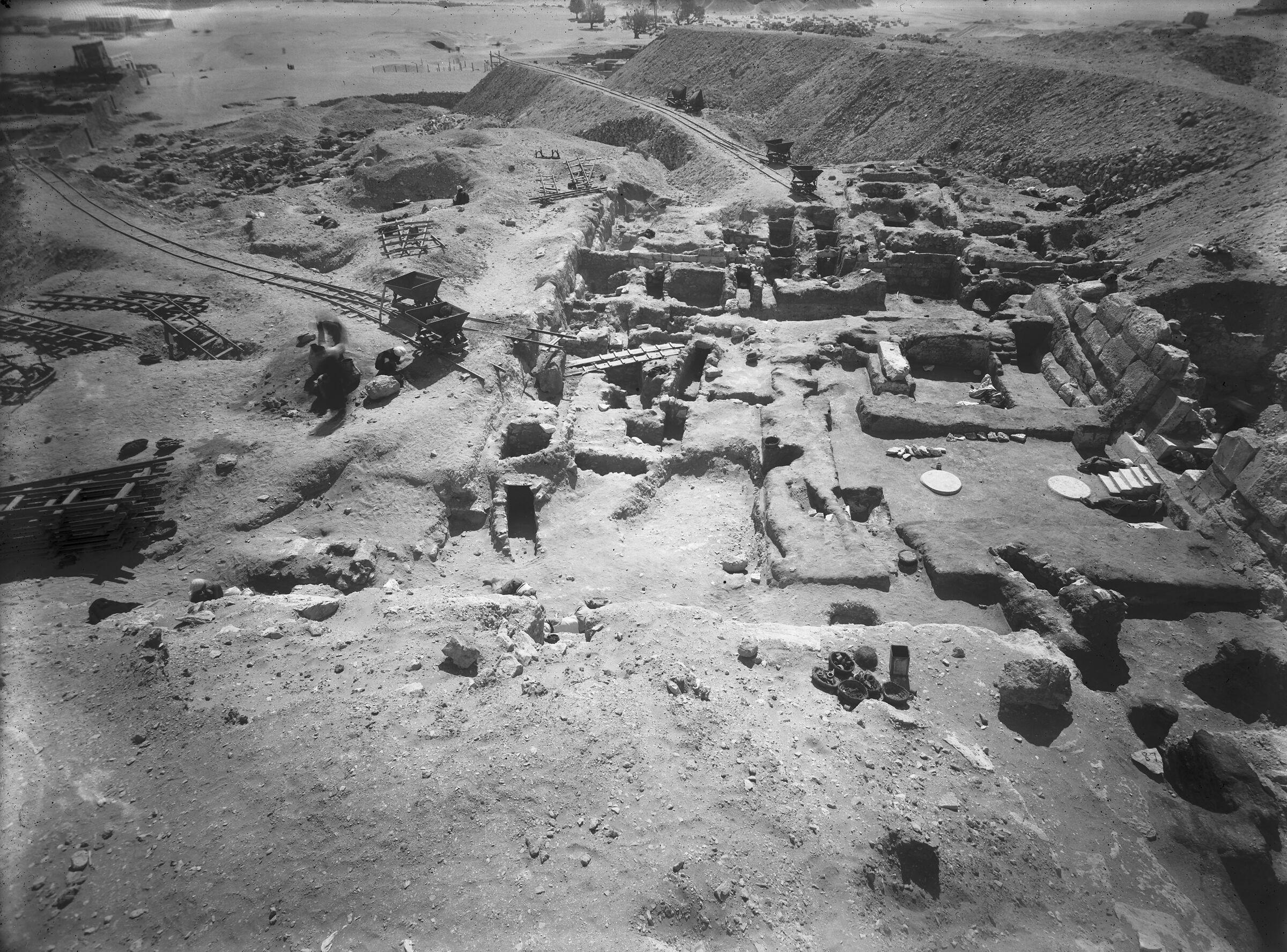 Eastern Cemetery: Site: Giza; View: G 7560, G 7690, G 7670, G 7562, G 7563, G 7566, G 7567, G 7568