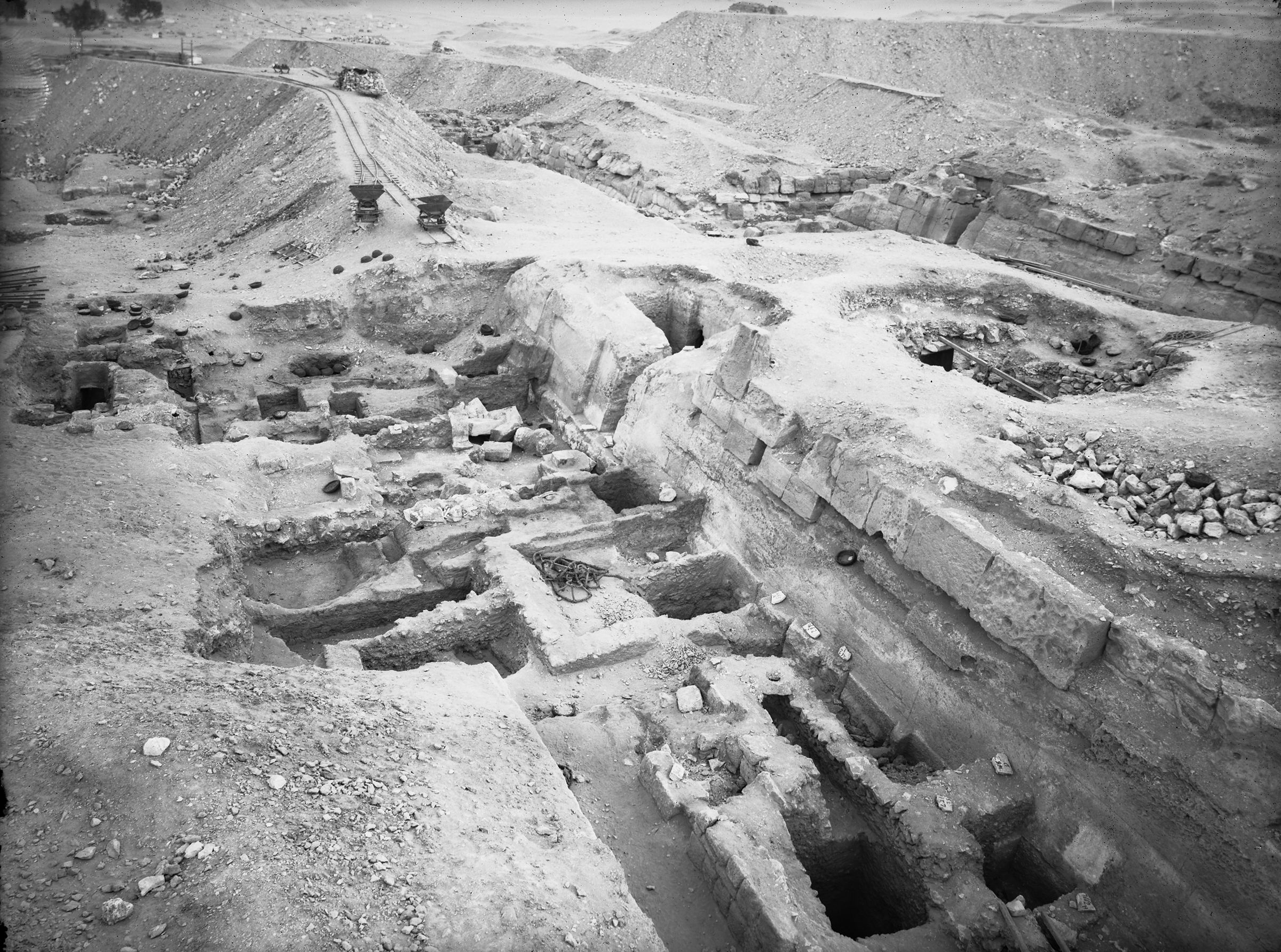Eastern Cemetery: Site: Giza; View: street G 7600