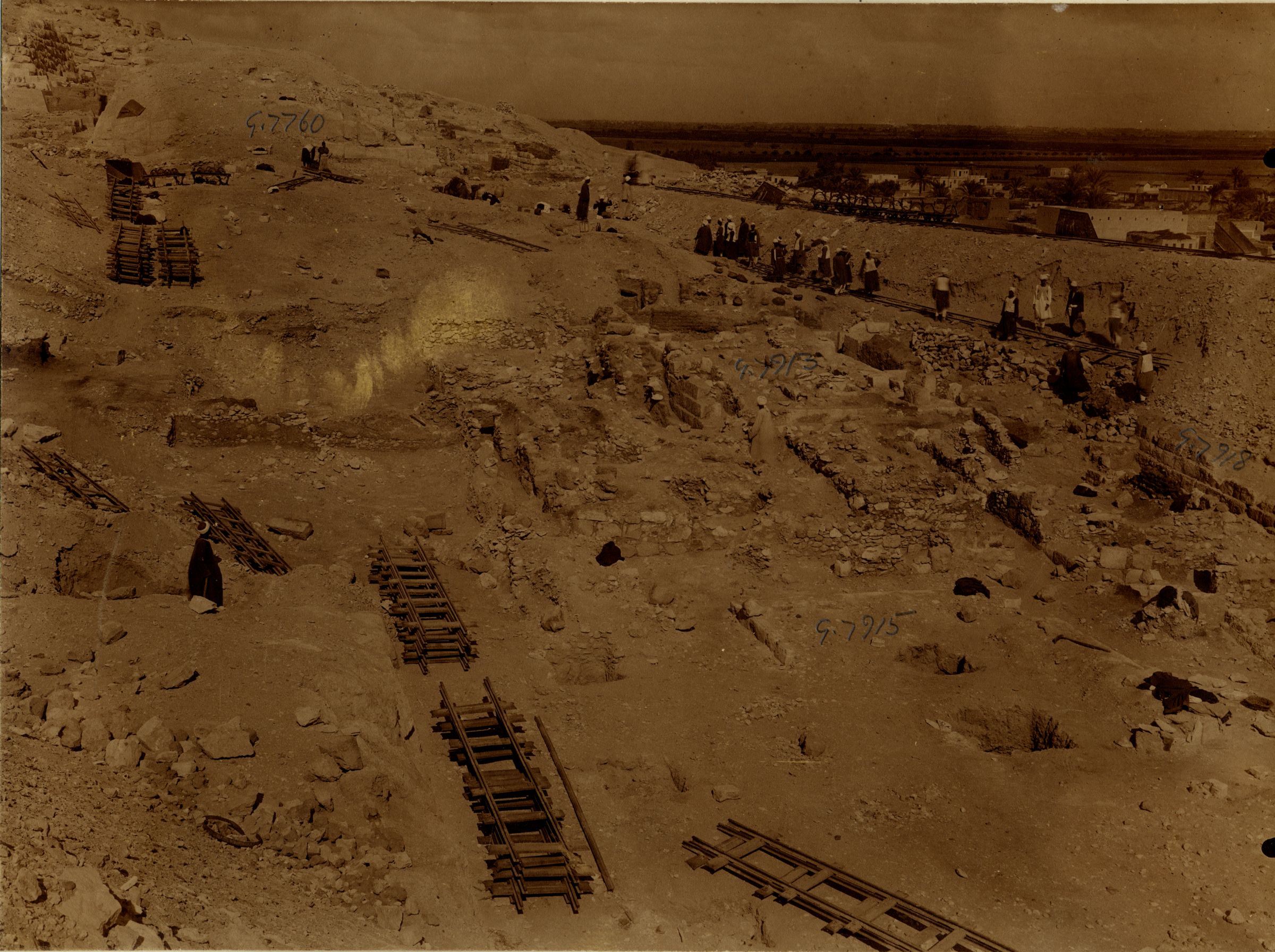 Eastern Cemetery: Site: Giza; View: G 7760, G 7915, G 7913, G 7918