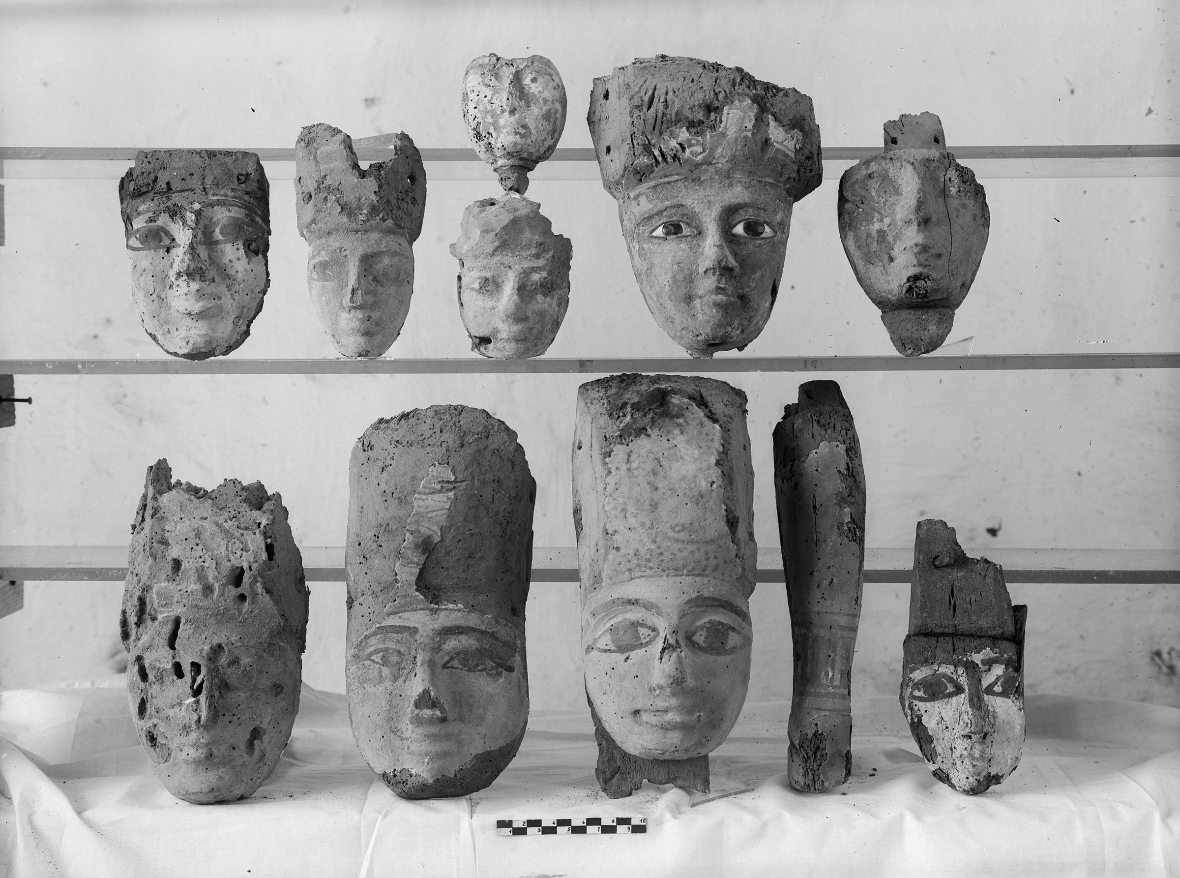 Object(s) photograph: Site: Giza; view: G 7825
