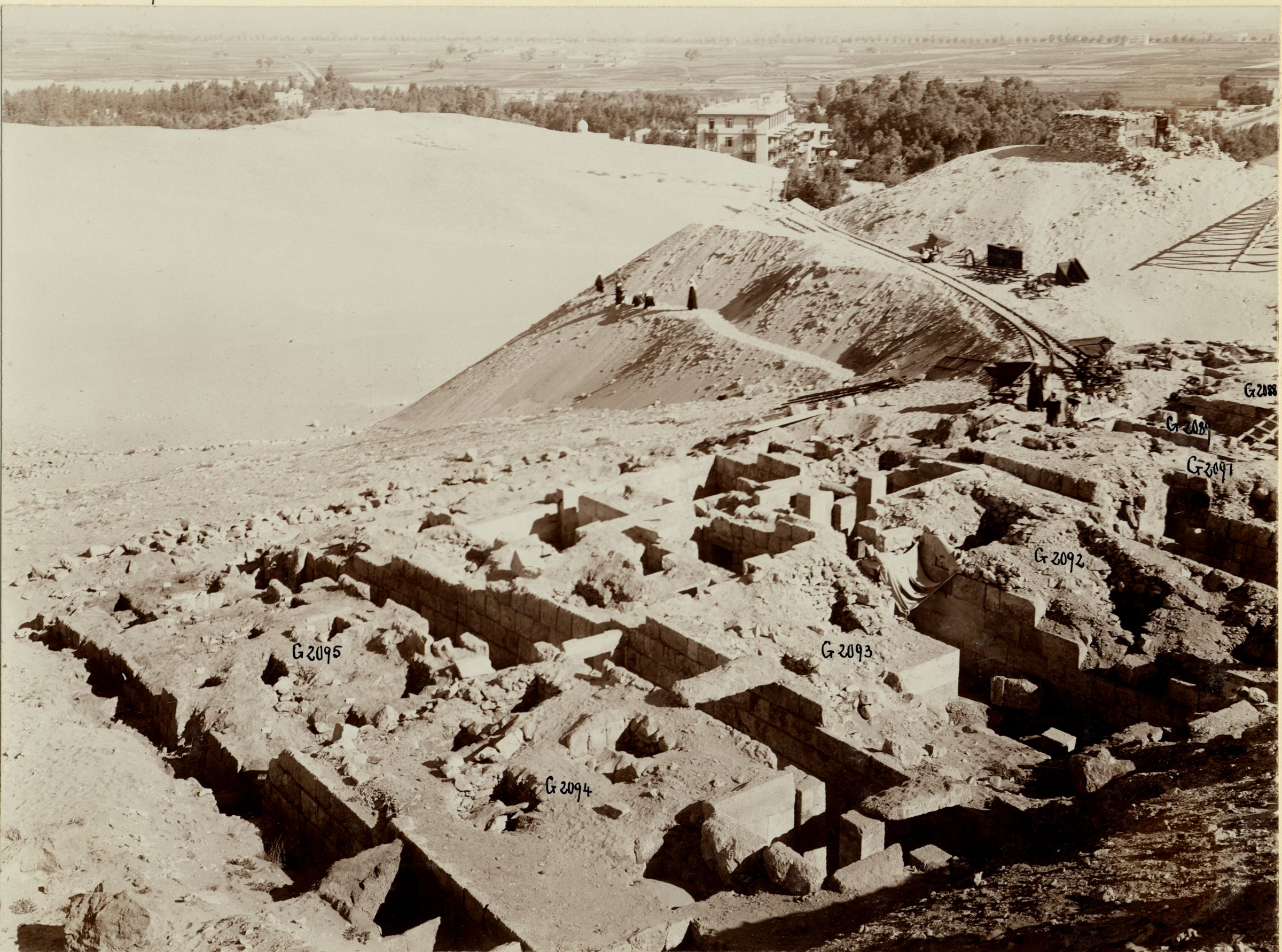 Western Cemetery: Site: Giza; View: G 2094, G 2095, G 2092+2093, G 2096, G 2091, G 2089, G 2088