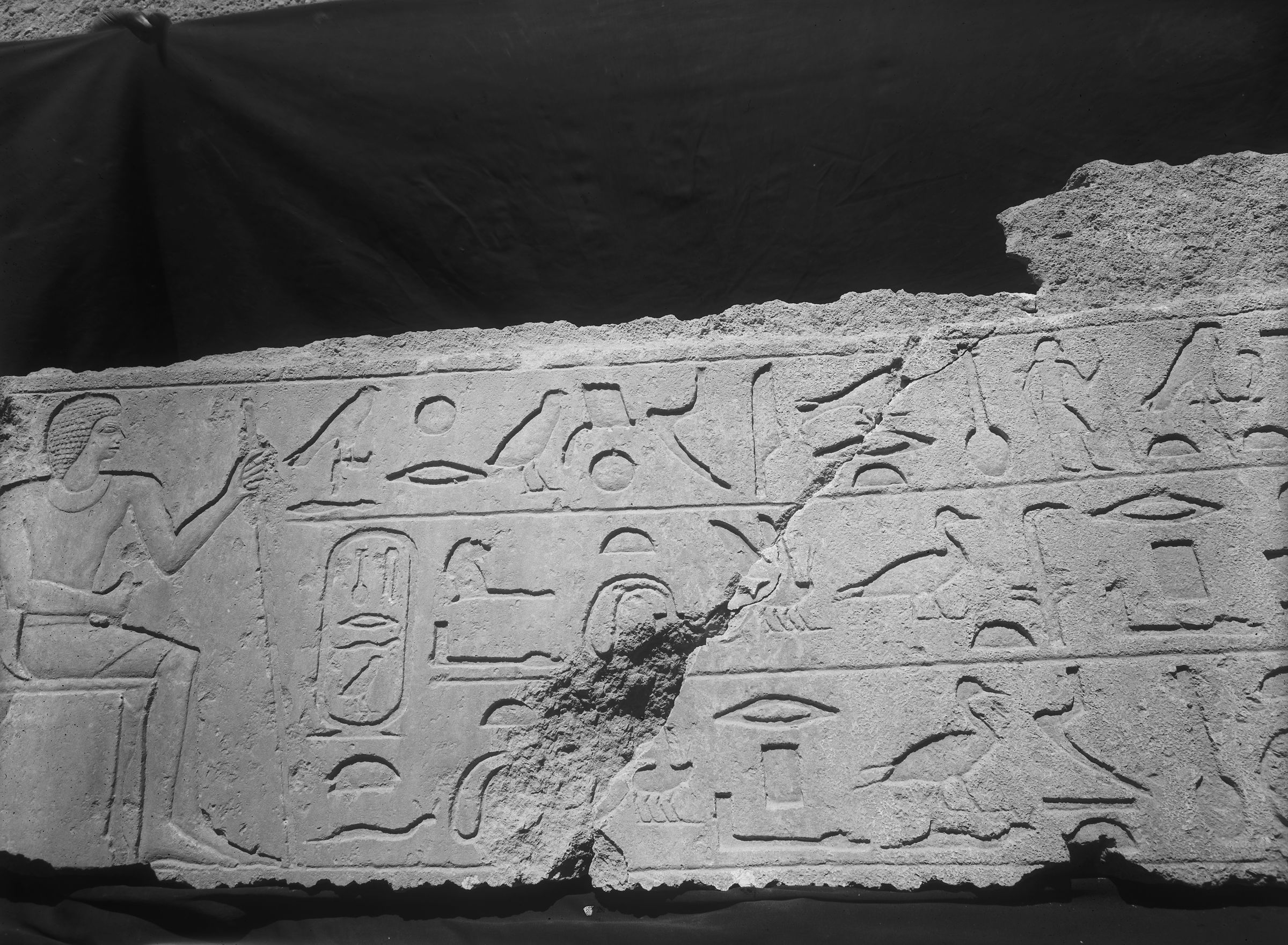 Object(s) photograph: Site: Giza; view: G 7070