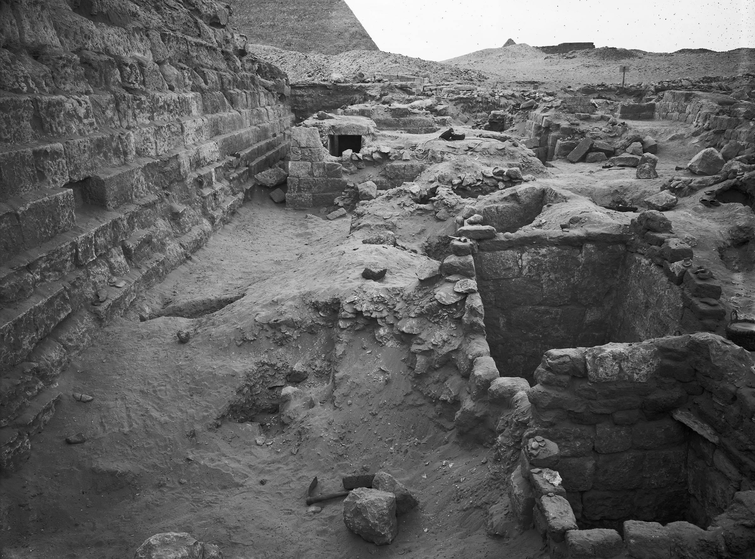 Western Cemetery: Site: Giza; View: G 1029, G 1027, G 1026