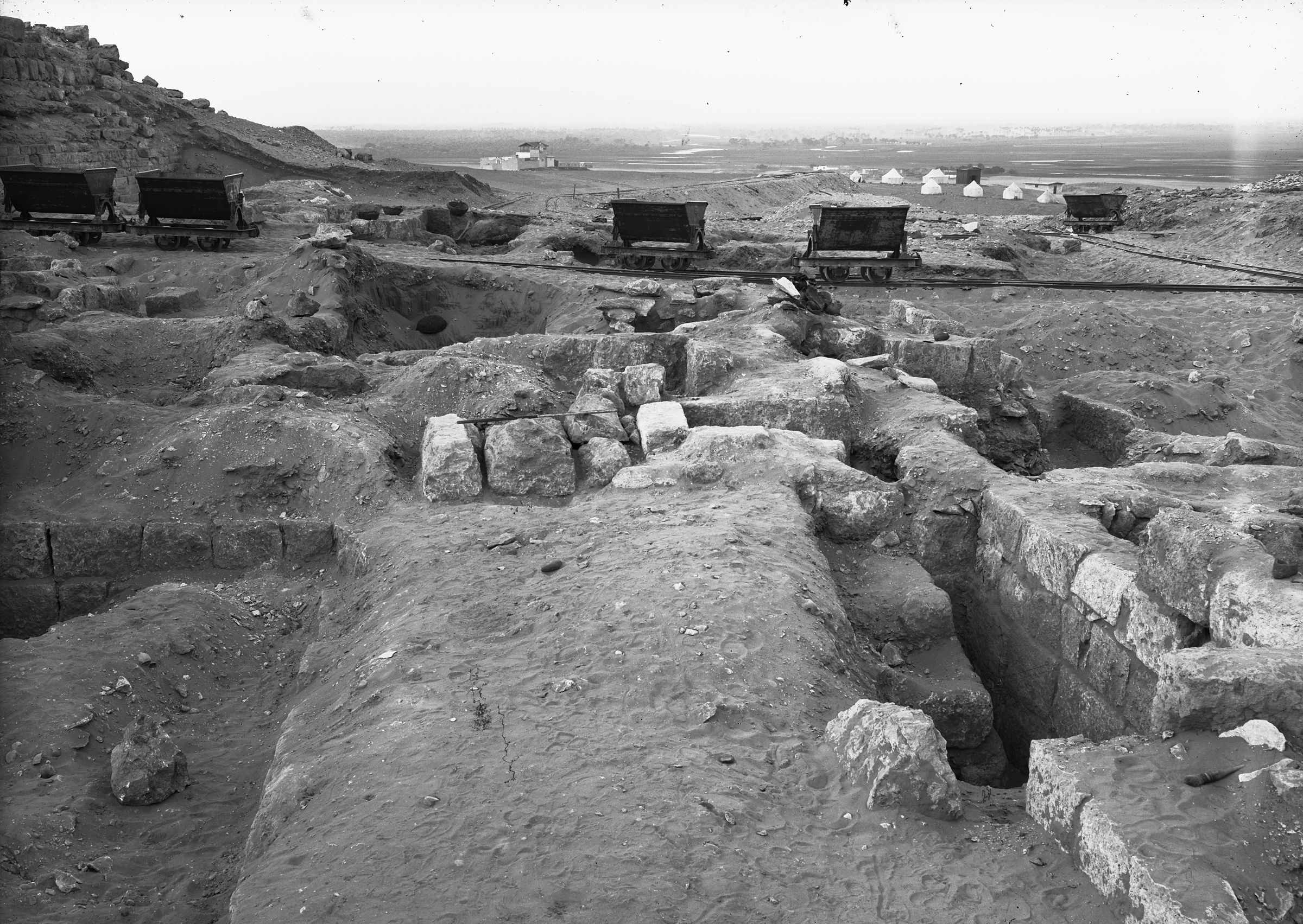 Western Cemetery: Site: Giza; View: G 2009, G 2012, G 2014, G 2010