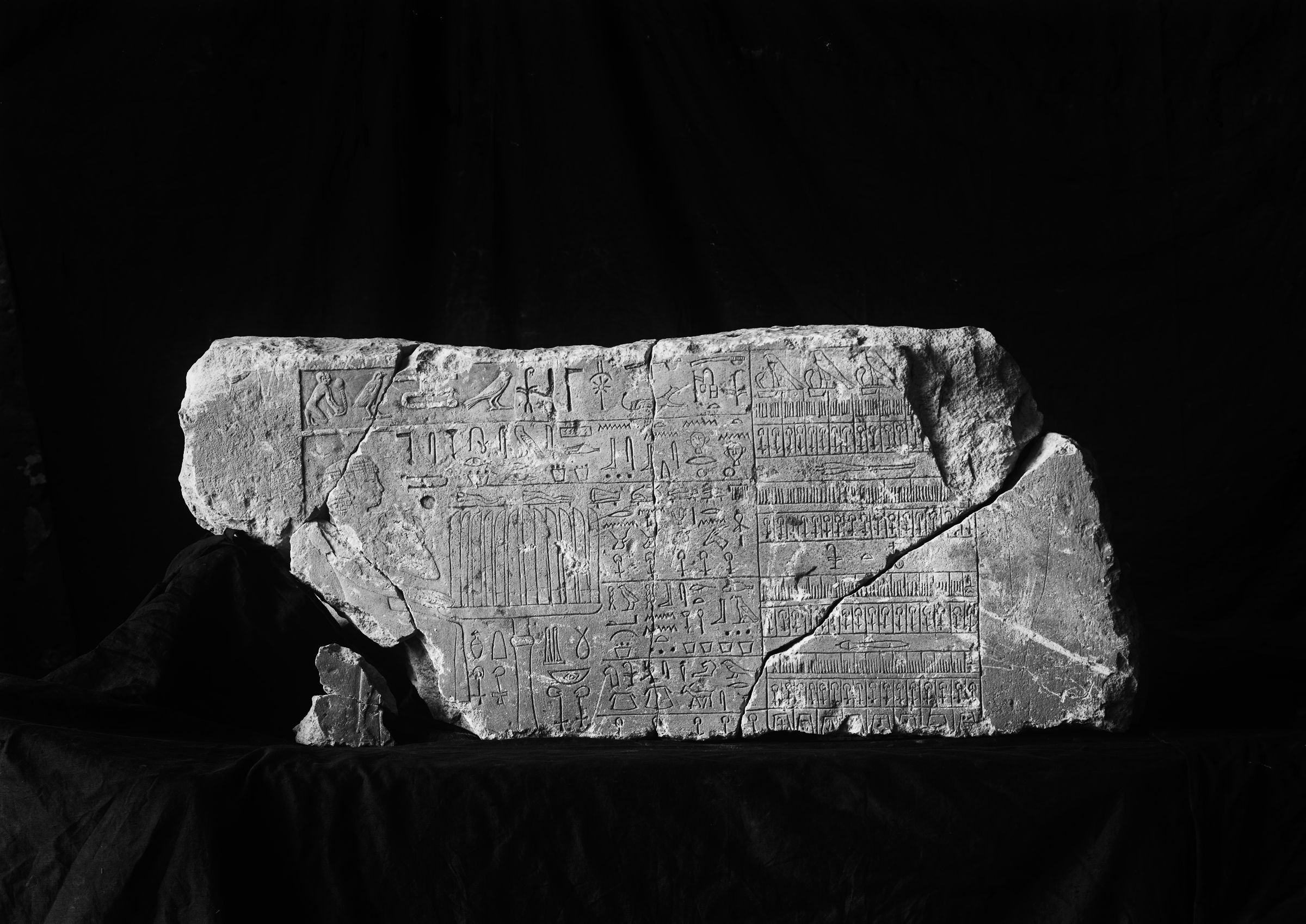 Object(s) photograph: Site: Giza; view: G 2352
